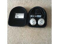 Bose Quiet Comfort 3 Acoustic Noise Cancelling Headphones.