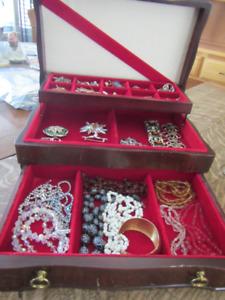 jewellry box c/w vintage and costume jewellry