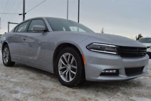 2015 Dodge Charger SXT / FULLY LOADED / EVERYONE APPROVED