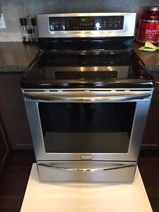 Frigidaire Electric Stove - Good Condition
