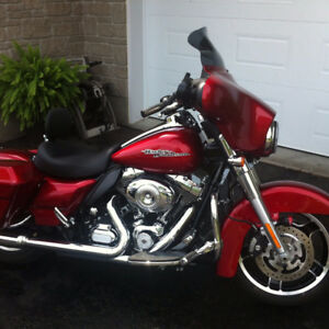 Mint Cond. FLHX Street Glide, Ember Red Sunglow