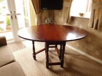 Old Charm Oval Light Oak 2 Drop Leaf Table with 4 Dining Chairs & 2 Carver Chairs In Good Condition
