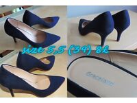 NAVY BLUE HEELS - ONCE USED
