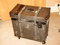 Vintage Ludwig flight case, useful for storage, to take away!