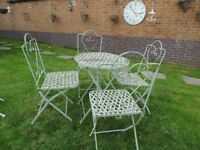 ABSOLUTELY STUNNING CAST IRON GARDEN SET (TABLE AND 4 CHAIRS) VERY SOLID SET