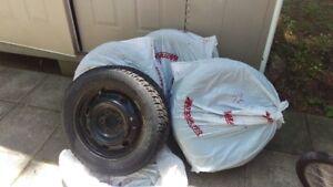 Set of 4 Toyo Winter Tires and Rims/TOYO pneus d'hiver et Jantes
