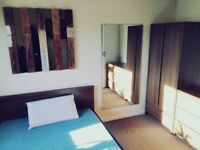 Large Double Room Available Great Location