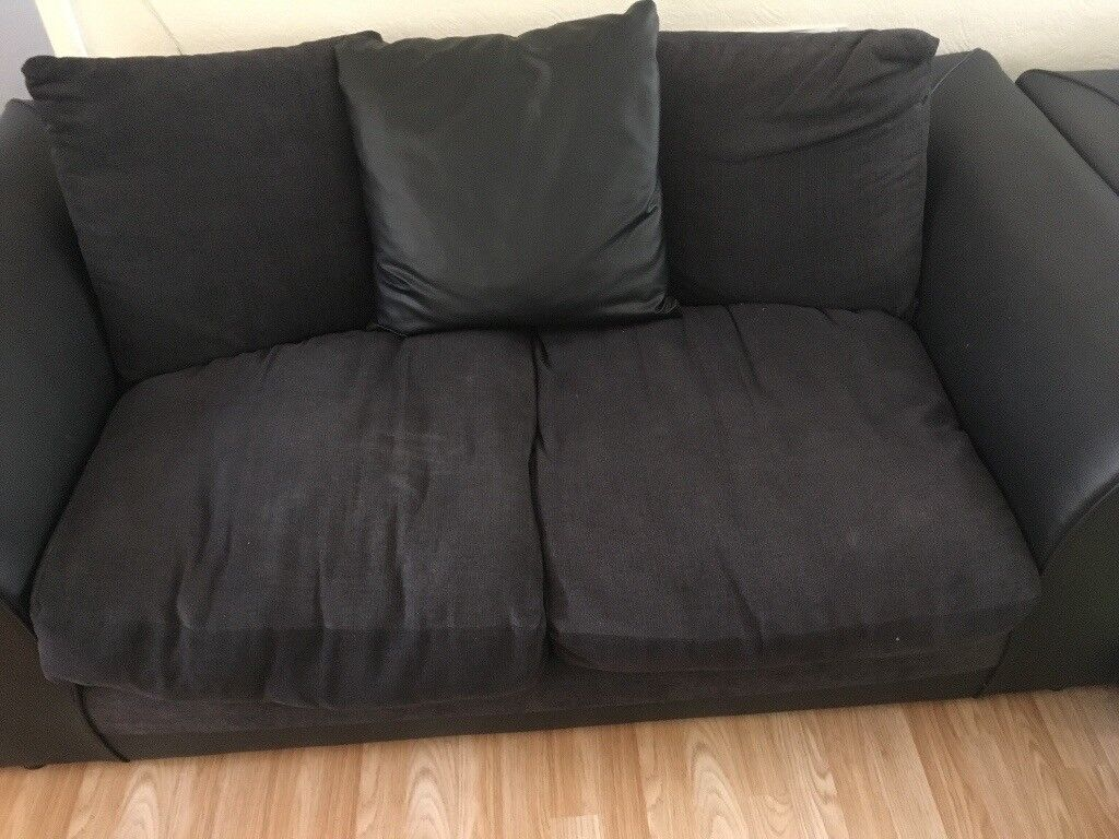 Sofa setin Aveley, EssexGumtree - Sofa set black , corner sofa and 2 seater, need gone by weekend, collection only . £20