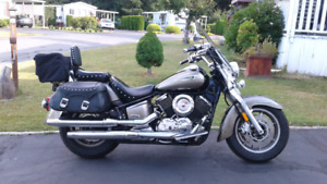 2005 Yamaha v-star 1100  new condition