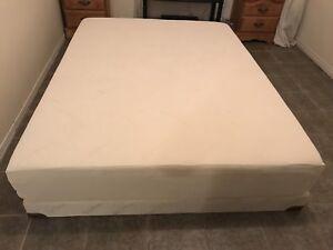 Tempur pedic queen bed / lit - delivery