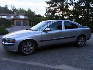 2002 Volvo S60 Auto with Sunroof, Powered & Heated Leather Seats