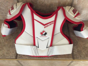 NEW BAUER YOUTH SHOULDER PADS