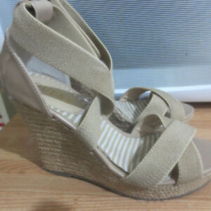 GUESS WEDGE HEELS SIZE 8