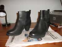 Pair of brand new ladies boots size 8 never worn, cost £50