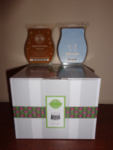 BRAND NEW!!! Etched Copper Scentsy Warmer and 2 Scentsy Bars