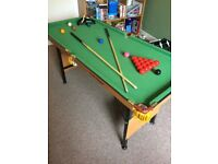 Foldable pool table