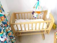 Swinging cot / crib