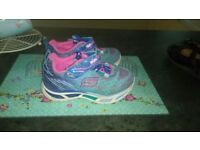 Girls size 5 Sketchers trainers