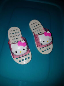 Hello Kitty sandals size 4/5 toddler