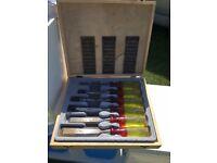 Boxed chisel set