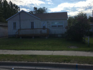 Cute little 2 bedroom farm hOuse in the city New Sudbury