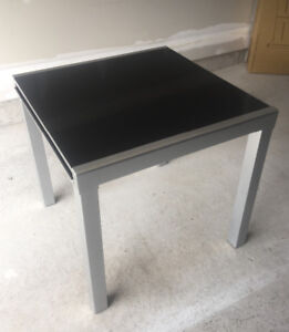 GOOD CONDITION MODERN EXTENDABLE GLASS TOP DINING TABLE
