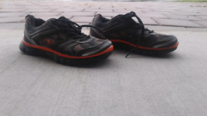 Pair of shoes (size 4)