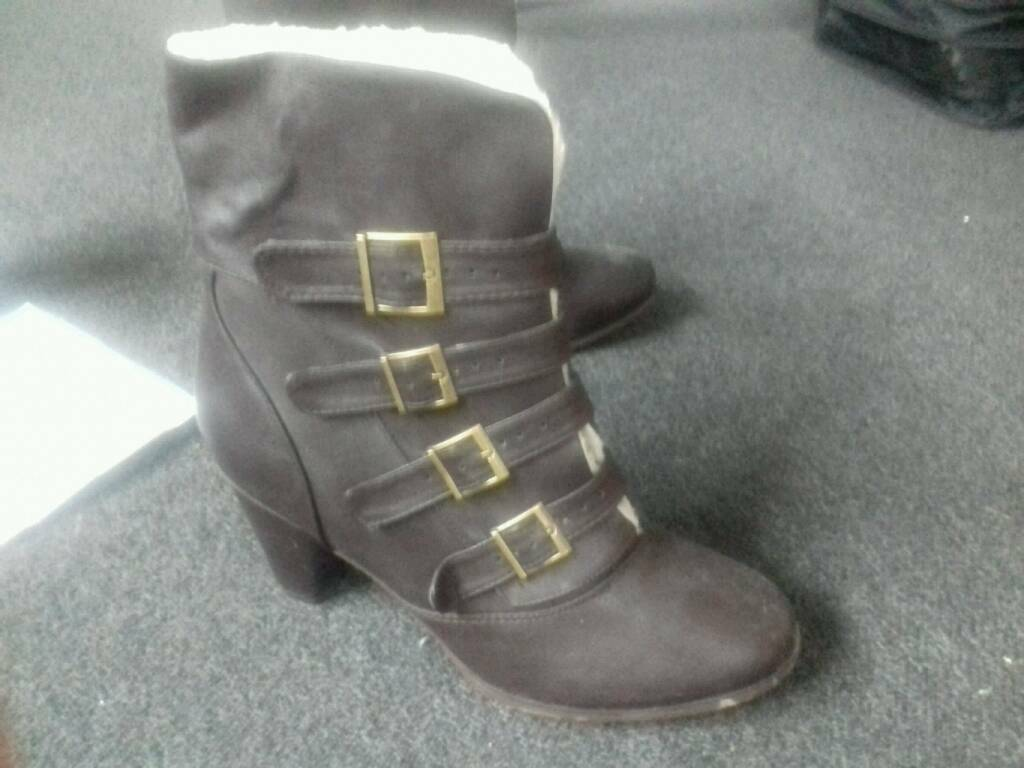 Womens boots size 9in Hereford, HerefordshireGumtree - Womens boots . Unworn and still stickered underneath. Man made materials. Size 9. Collection only or deliver to local hereford address