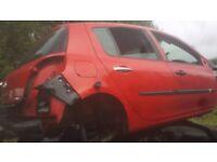 RENAULT CLIO 2007 5 DOOR IN RED FOR BREAKING ONLY