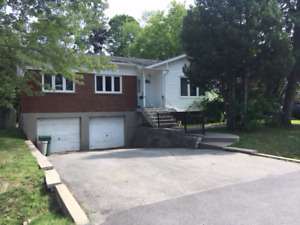 Bungalow in the Greendale area of Pierrefonds! Available now!