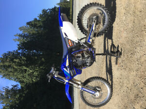 Very clean YZ450F registered ready to go!