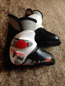 Youth ski boots size 21.5