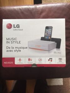 LG ND3520 alarm clock radio with blue tooth and docking station