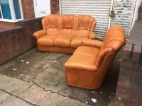 3+2 leather Italian sofa suite in lovely condition
