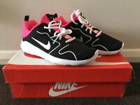 NIKE Ladies Trainers Brand New Size 5