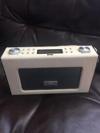 Polaroid Retro FM & digital radio with iPhone dock