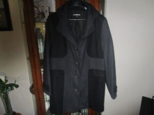 BRAND   NEW   HIGH END   LADIES   COAT WITH  HOOD