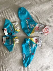 Astana cycling gloves and overshoes