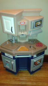 sold-Little Tikes Play Kitchen
