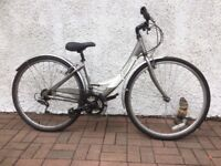 LADIES TOWN/TOURING BIKE FOR SALE.