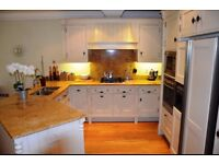 Stunning 2 Bedroom Apartment in Private Gated Development in Caversham