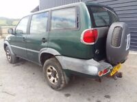 breaking green 2002 nissan terrano 2.7 lwb parts spares 7 seats