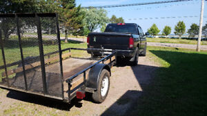 Man with truck and trailer (service bilingue)