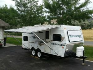 2004 Fleetwood Wilderness 19' travel trailer with bunks