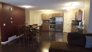 3 bed 2 Bath Open Concept Townhouse FOR RENT!