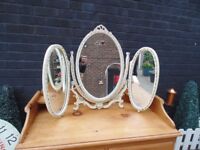 WOODEN VINTAGE TOP DRESSING TABLE TRIPLE MIRROR ALL SOLID AND IN EXCELLENT CONDITION 79/58 cm £30