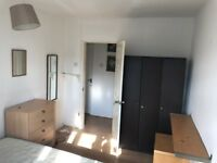 ---HUGE SINGLE ROOM WITH HUGE BALCONY AND DOUBLE BED---£130 pw (bills inc)