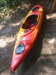 Pelican Kayak with paddle