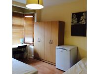 BRAND NEW DOUBLE/TWIN ROOM, 5 MNT WALK CUSTOM HOUSE, 10 MNT CANNING TOWN, DOCKLANDS, SPANISH SPOKEN