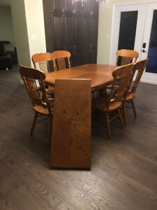 Solid Oak Kitchen table, 6 chairs with leaf